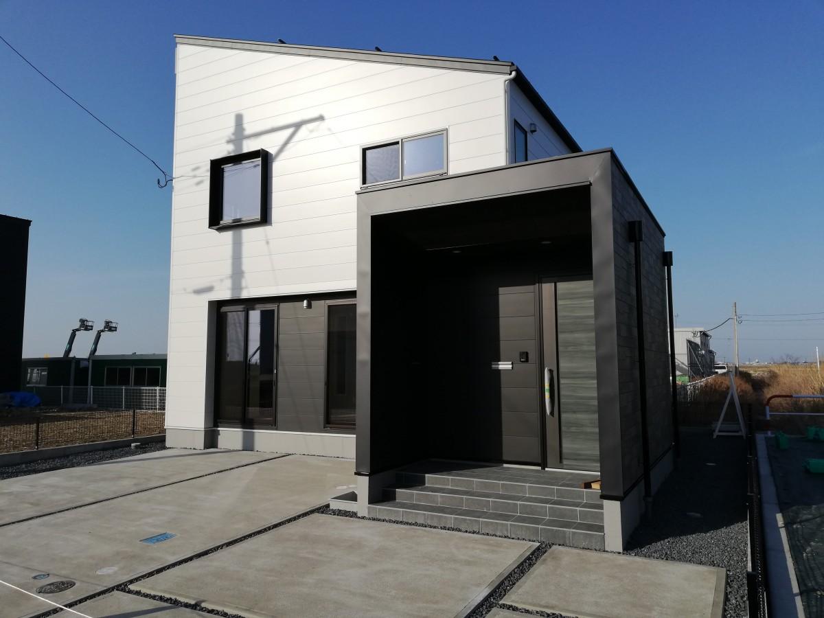 ブラック&ホワイトカラーのデザイン住宅